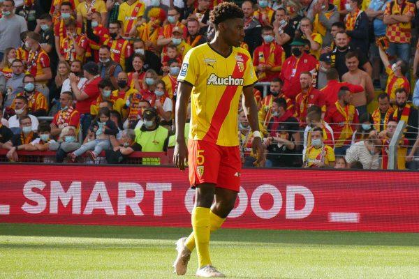 Le RC Lens rate une série historique mais reste 2e à l'extérieur avant de recevoir un FC Metz friable en déplacement